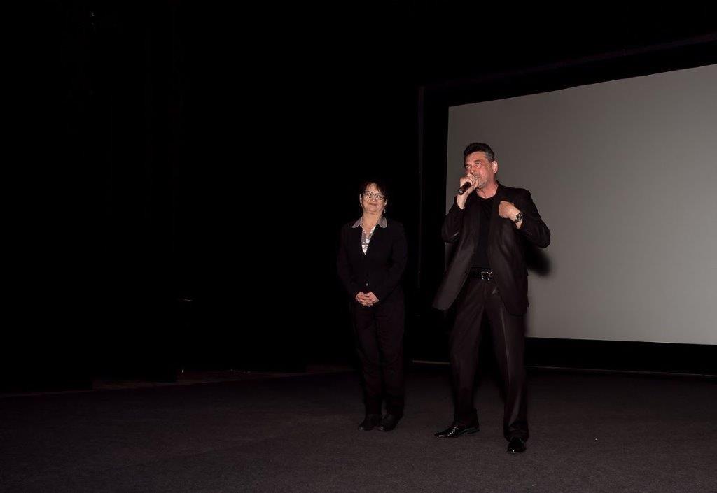 Artur Dziurman i Danuta Damek zaraz po filmie. Gratulacje i owacje!