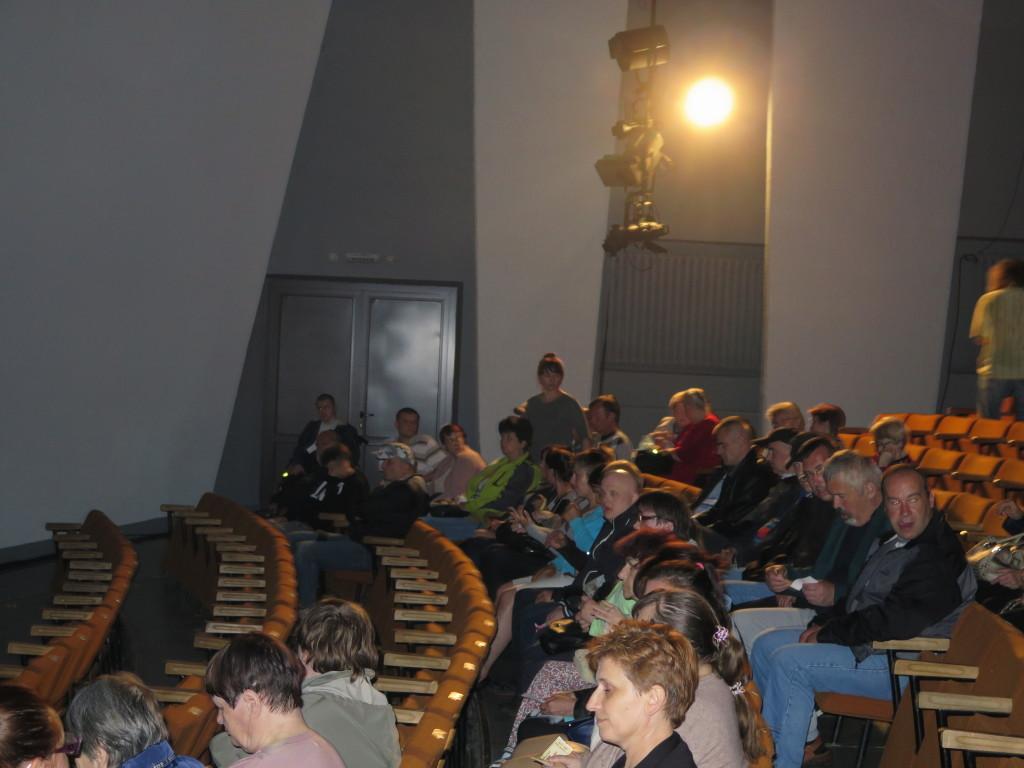 Publiczność na widowni Proszowickiego domu kultury