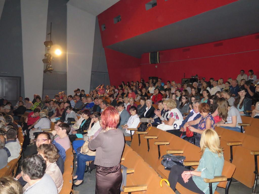 Zdjęcie publiczności po spektaklu