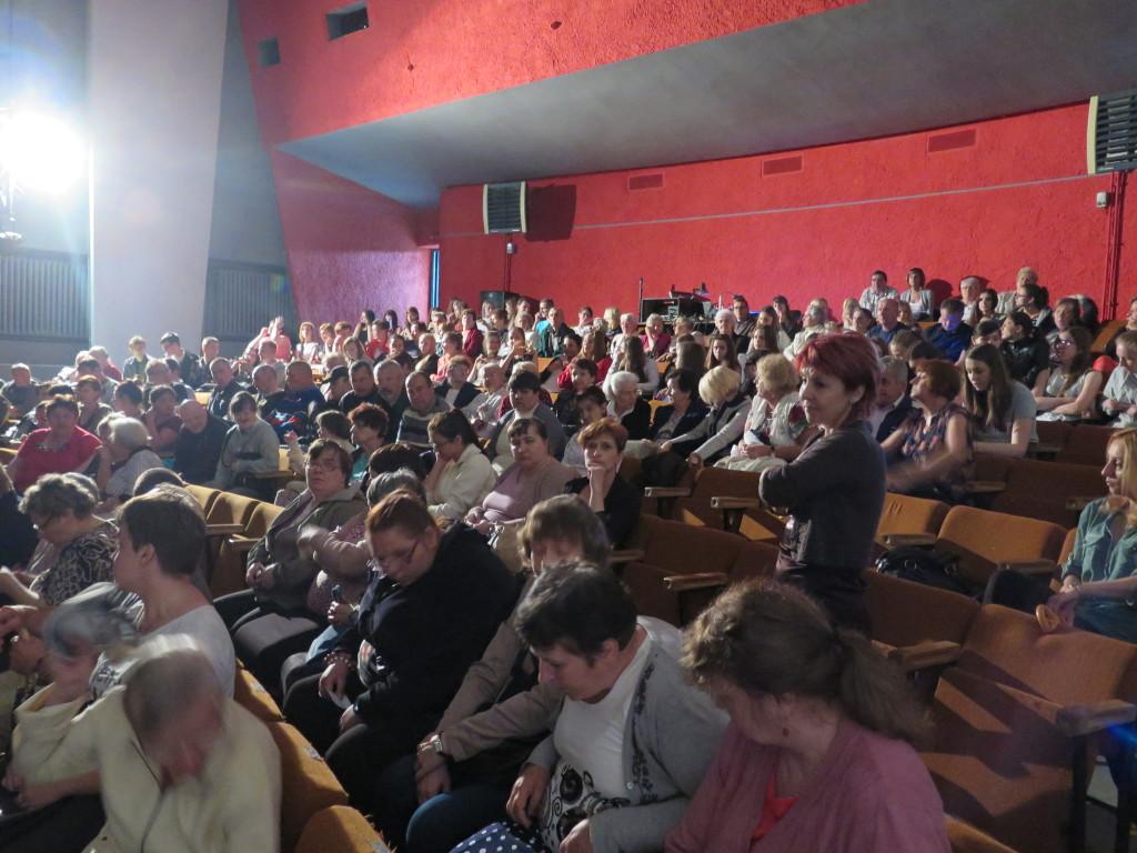 Publiczność z boku